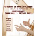"""AFIȘ Desfășurarea programului FHB 2018: Vineri, 26 Octombrie 2018 Startul Festivalului este dat de deschiderea Expozițiilor de Harpe CAMAC Harps și """"Papfalvy Harps-Hàrfamives"""", la orele 9:30. Cu sprijinul sponsorului principal, firma """"Camac-Harps"""", Recitalul de Deschidere al Festivalului de Harpă București 2018 va fi susținut de renumita harpistă Chantal Mathieu și va cuprinde un program atractiv de muzică franceză și spaniolă din perioada romantismului târziu și până în zilele noastre. (orele 18:30) Recitalul de Deschidere va fi precedat de un micro-recital al Ansamblului de Harpe (cca. 20 de harpe de concert și harpe celtice), alcătuit din harpiști din toată țara, ce va cuprinde un program special orchestrat pentru acest Ansamblu de Harpe de către Mladen Spasinovici. (orele 18) Sâmbătă, 27 Octombrie, 2018 În cea de-a doua zi a Festivalului de Harpă vom avea bucuria de a audia elevi și studenți excepționali în cadrul programului cultural-educativ """"Tinere speranțe"""" (orele 10:30), urmat de trei MasterClasses oferite de harpiștii Chantal Mathieu, Maria Bîldea și Viktor Hartobanu. În după-amiaza zilei de 27 Octombrie, vom continua cu două recitaluri susținute de două harpiste importante ale României, Miruna Vidican și Ionela Brădean, cea din urmă formând un duo cu flautista Gabriela Petecilă. (orele 16) Seara zilei de 27 octombrie va fi una specială. Pentru prima dată, maestrul Ion Ivan-Roncea va concerta alături de fiicele sale, Ioana Nicolescu (harpă) și Ștefana Ivan-Roncea (vioară). Un trio în premieră, cu un program inedit. (orele 19) Duminică, 28 octombrie, 2018 Ultima zi a Festivalului, va începe cu Workshop-ul """"The string and its surroundings"""" despre mentenanța harpei, susținut de tehnicianul lutier Papfalvy Ferenc, urmat de Simpozionul """"Harpa Rediviva"""", prezentat de către harpista Chantal Mathieu. (orele 10) În după-amiaza zilei de 28 octombrie, vom avea plăcerea de a asculta recitaluri susținute de Iuliana Bolgari (harpă) și Rozalia Pataki (harpă), urmat de re"""