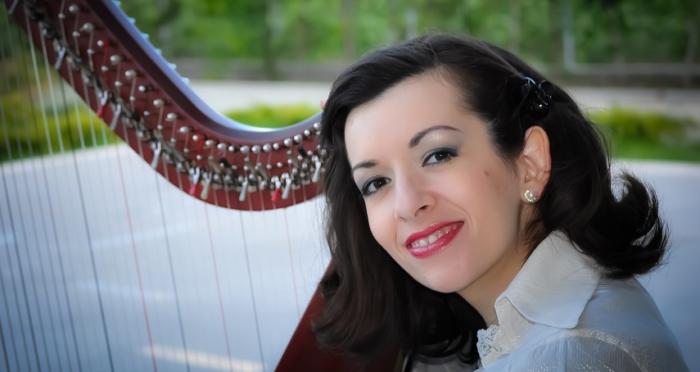 """ROXANA MOIŞANU – harpă celtică  Concertul  """"Violoncelul, harpa şi emoţiile"""""""